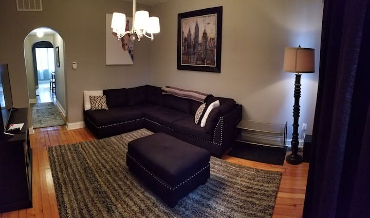 Pilsen Chicago: Forbes 12 best neighborhoods 2 BR