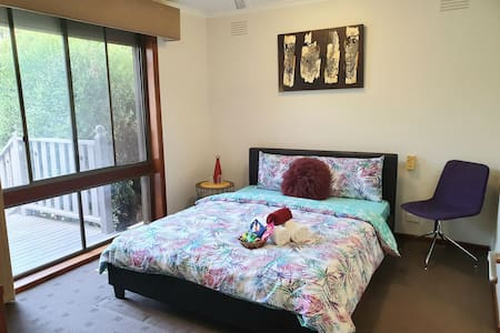 Master Room w/Ensuite/20mins-Airprt/ 2mins-Station