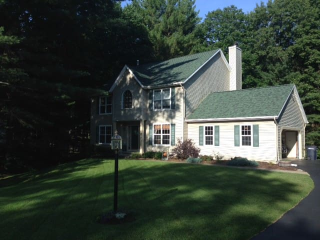 Minutes to Track & SPAC-Comfy Home-Sleeps  8+ - Ballston Spa - Ev