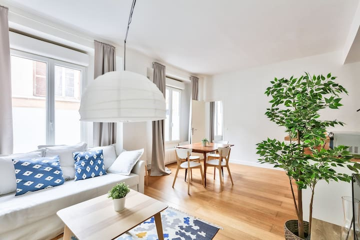 Fine Abode Ideally Located In Eastern Paris
