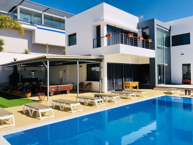 Five Bedroom Villa with Ocean View and Heated Pool