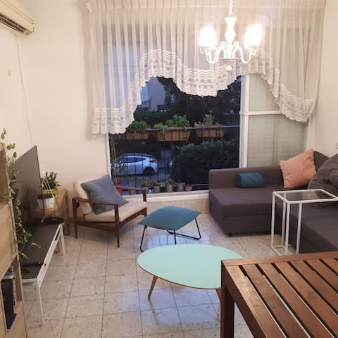 Beautiful 3 Room Flat-  Just 15 Min From Tel Aviv!