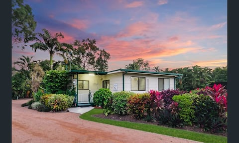 Entire house ~ Townsville ~ Hosted by Emily