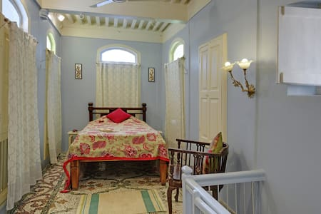Boutique Single Room in Restored Heritage Home