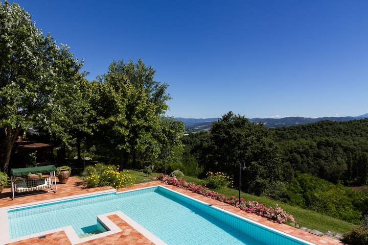 Villa with private pool, garden and amazing view - Umbertide - Casa