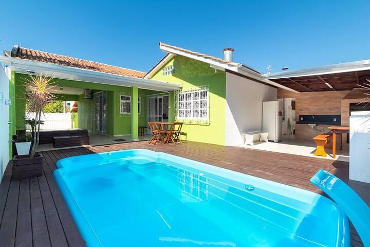 Casa com piscina para 10 pessoas em Bombas