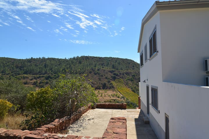 2 Bedroom Modern house with stunning views - São Bartolomeu de Messines - Hus
