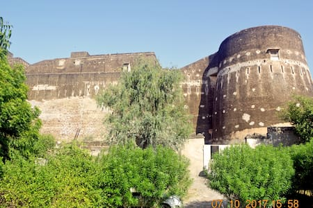 Royal stay in Fort- Near Sambhar Lake