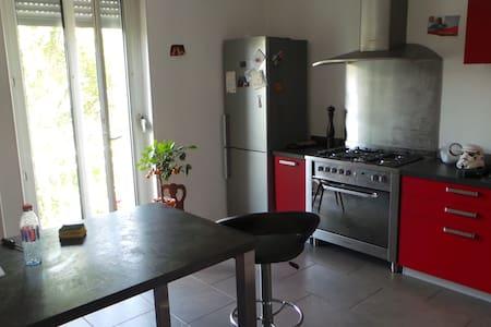 chambre dans appartement avec jardin - Mulhouse - Apartamento