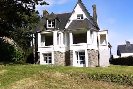 Traumhaftes Ferienhaus mit Meerblick/ Bretagne - Locquirec - Dom