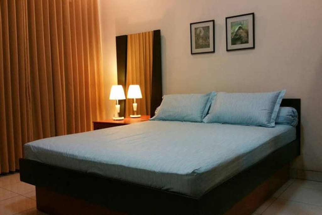 Queen size bed, air bond and private bathroom