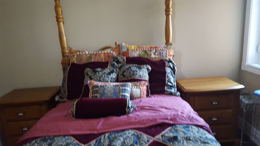 Private room close to malls, highways and airport. - Mississauga - Talo