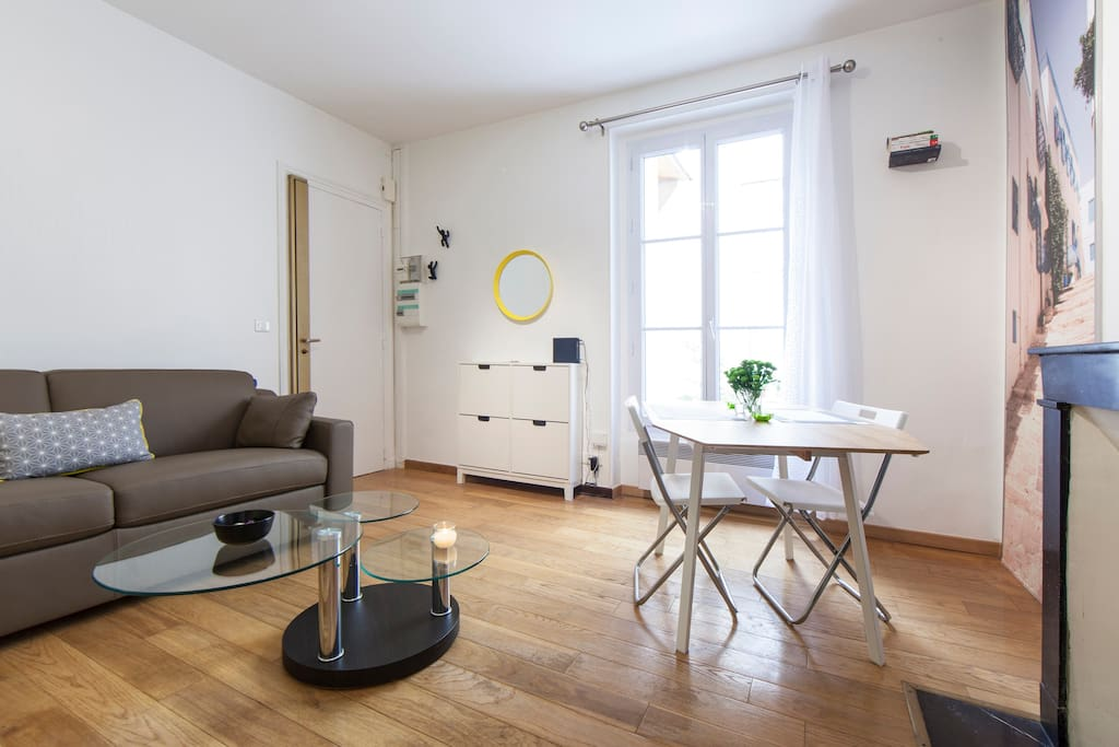 eiffel tower brand new cosy flat apartments for rent in paris ale de france france: heater table aaad