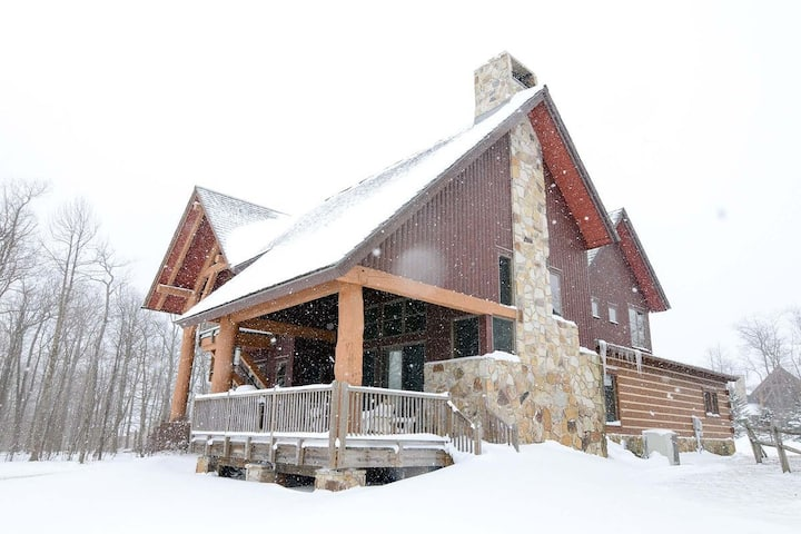 Ski In/Ski Out Home w/Hot Tub, Gas Grill, & Fire Pit!