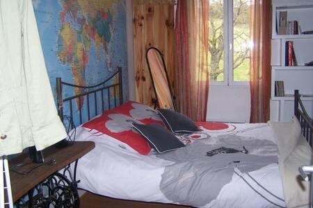 chambre et salle de bains attenante - Leyr