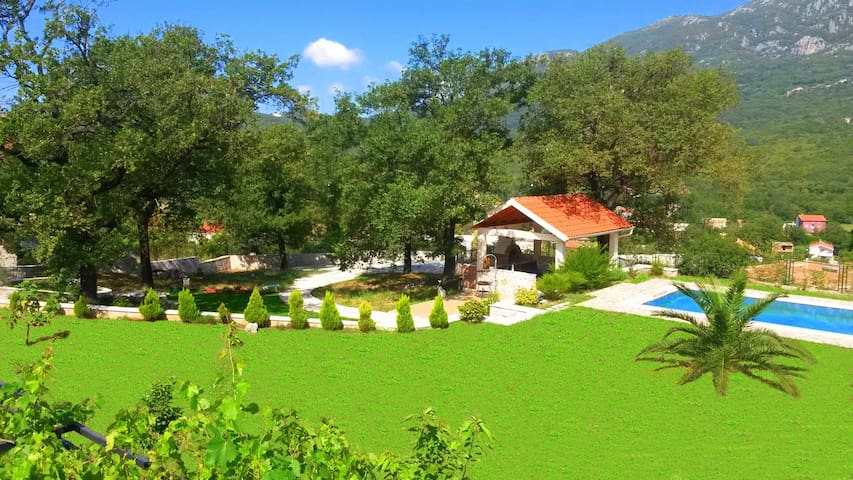 Villa, pool and relax for 12 persons - Herceg Novi
