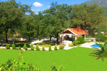 Villa, pool and relax for 12 persons - Herceg Novi - Dom