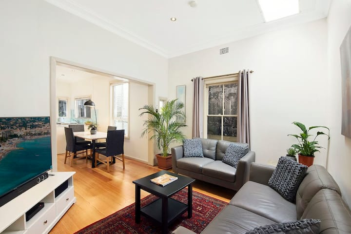 Friendly & Modern Home , Bondi Junction