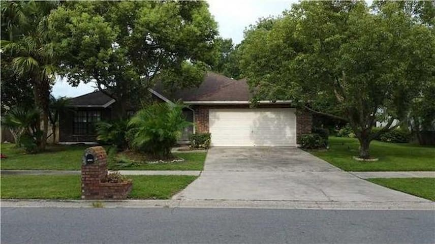 Spacious 3/2 with nice Patio !   50mins to Disney! - Riverview - Huis