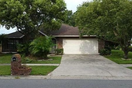 Spacious 3/2 with nice Patio !   50mins to Disney! - Riverview - Hus