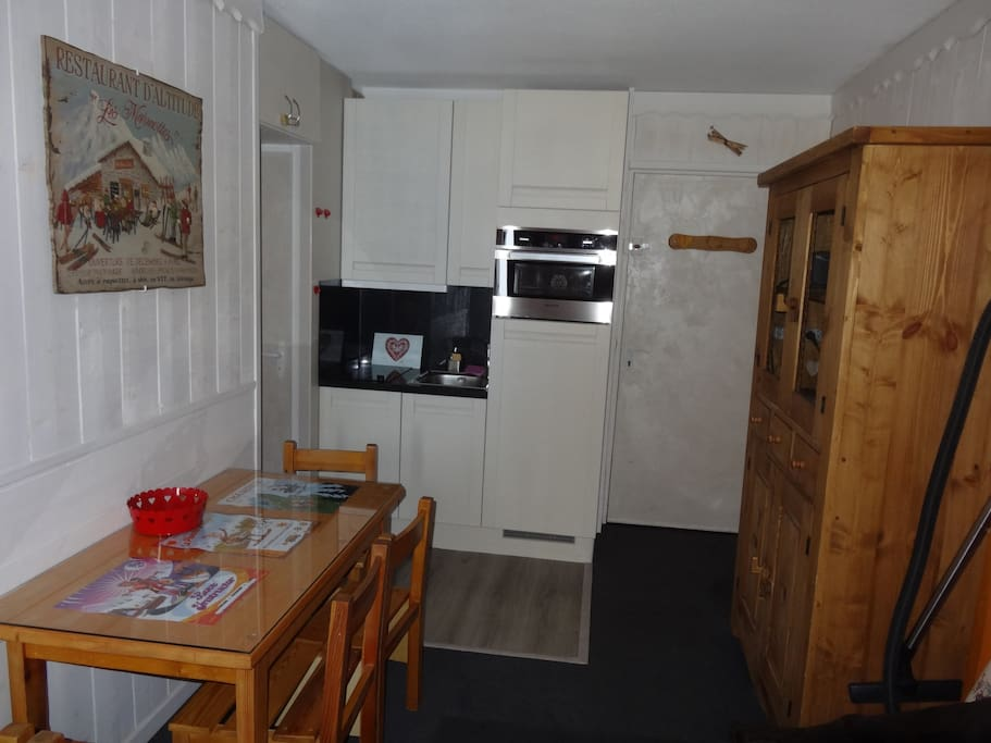 Les menuires appartement style montagnard appartamenti in affitto a saint martin de for Cuisine style montagnard