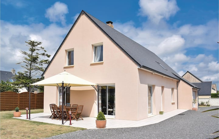 Awesome home in Creances-Plage with 3 Bedrooms