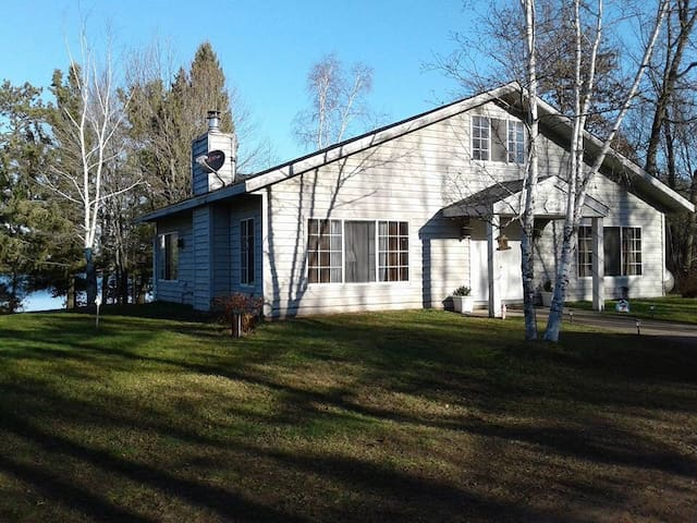 Cozy Home Private On Lake Mclaine! Year Round Fun!