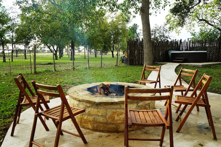 The Ranch House   Hot Tub & Firepit   Pet-friendly