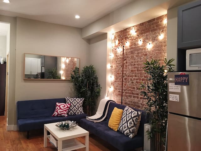 Charming Room with 2 Beds+ Laundry in Williamsburg
