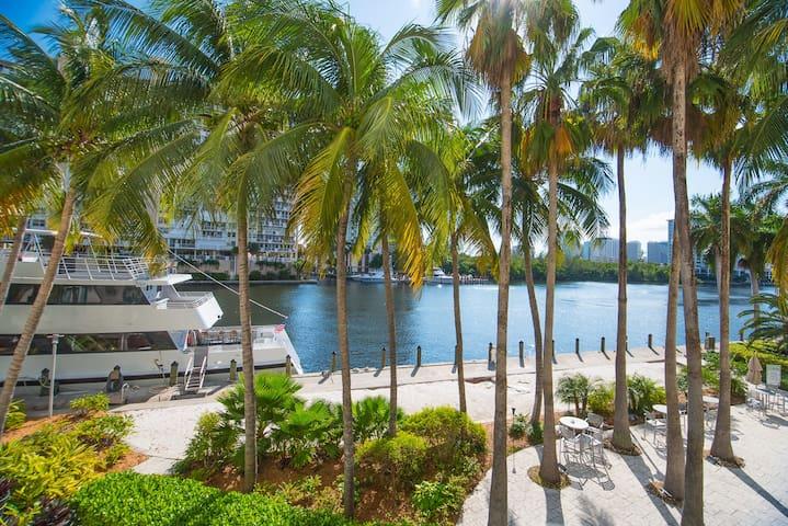 Hilton Waterfront Suite - Walk to Beach