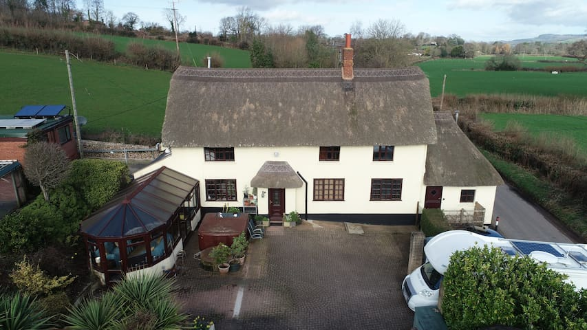 Thatched cottage in rural area, 2 miles beach