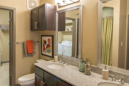 Chic. Sophisticated. Contemporary. - Farmers Branch - Apartamento
