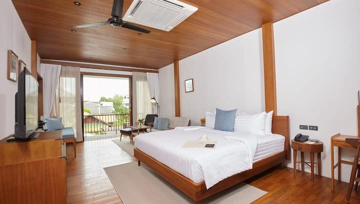 Riverside Thai chic wooden house (Junior Suite)