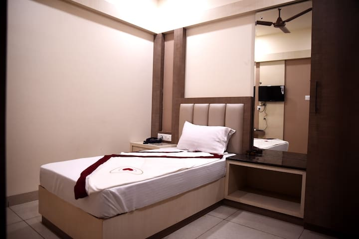 AC Executive Single Room @ Haldwani