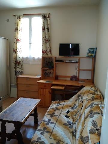 studio meubleè pour 2 ligne 5 proche  canal ourcq