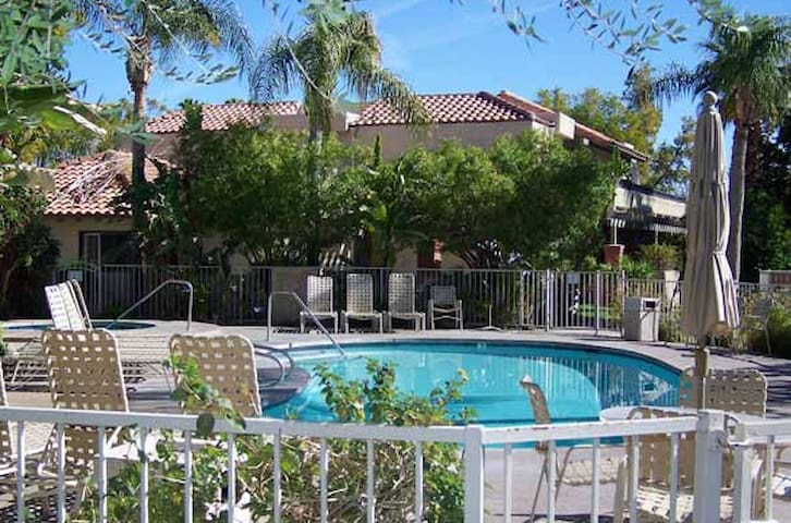 Oasis Resort in Palm Springs, 8 swimming pools!!