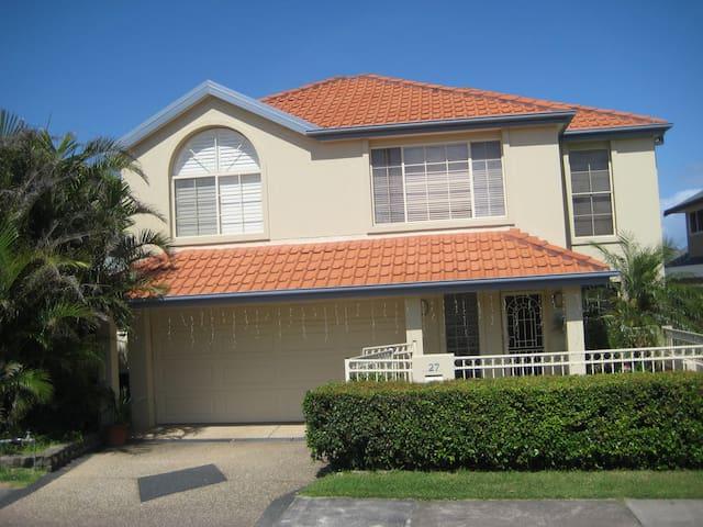 3 bedroom family home 300m beach/ocean baths - Merewether - Huis