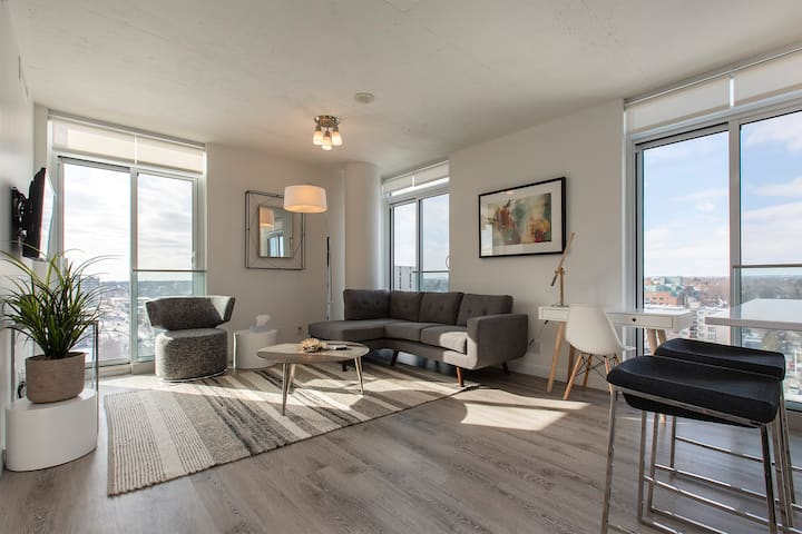 Bright Beautiful Executive Suite Downtown Oshawa