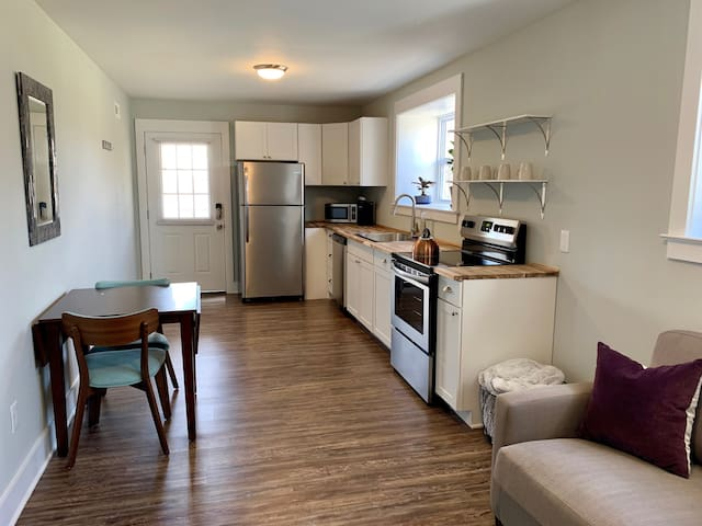 Rosalind's Roost- 1 bed, 1 bath basement apartment