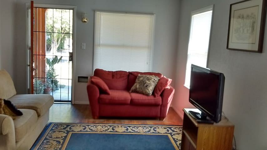 2 Bedroom home in Central Fresno CA