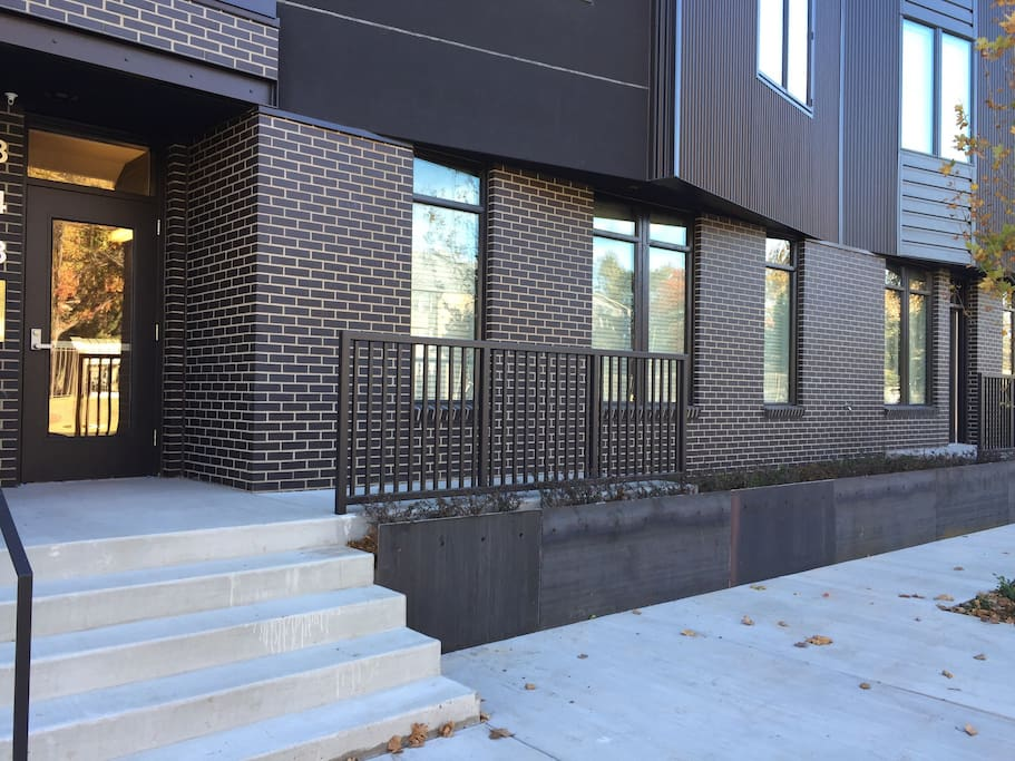 european modern urban chic downtown arts district apartments for rent in oklahoma city. Black Bedroom Furniture Sets. Home Design Ideas