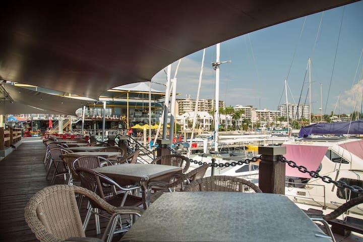 Cullen Bay Marina Restaurants