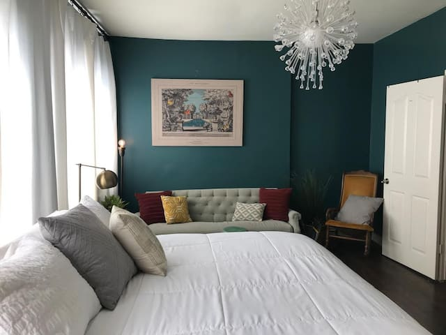 Budget Friendly - Best Location - E 6th St!