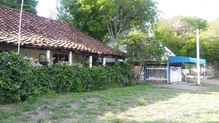 Casa semi-campestre y de recreo.