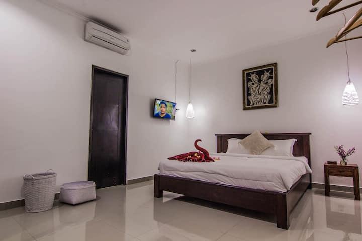 Luna Room 1