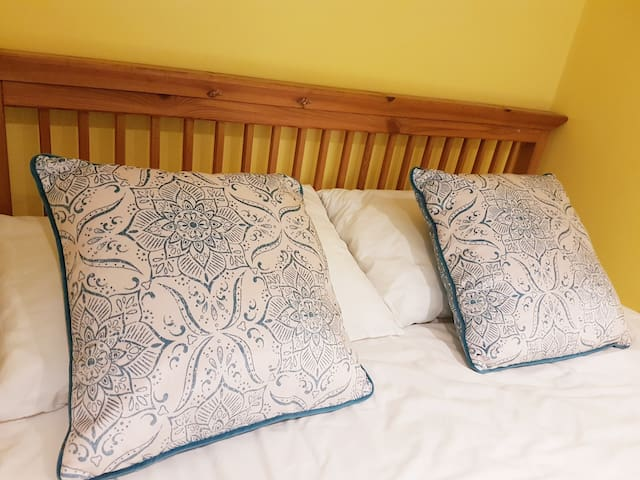 Boutique Double Room with En-suite in Cosy Cottage