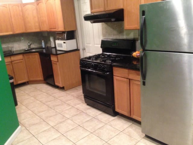 One Full Size Bed Near Train to NYC - Garfield - Apartment