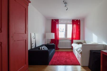 Private room near Leopoldstraße - Мюнхен