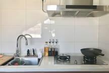 如果你愿意,可以在厨房烹饪。记得随手清理干净就可以了。