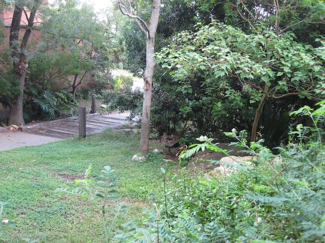 Forest Fringe Apartment - Mount Keira - Betjent leilighet
